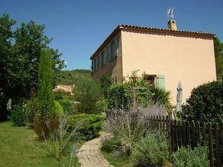 Villa VILLECROZE  (83690)