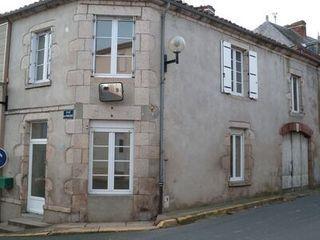 Maison de village SAINT AMAND SUR SEVRE  (79700)