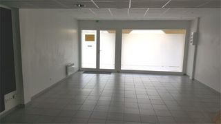 Local commercial LE THORONET  (83340)