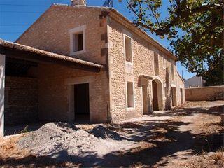 Maison EYRAGUES  (13630)