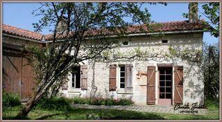 Maison en pierre MONTMOREAU SAINT CYBARD 80 (16190)