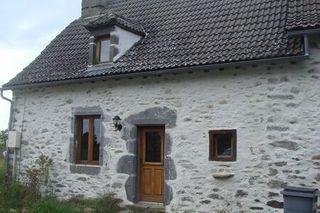 Maison de village CHALVIGNAC  (15200)