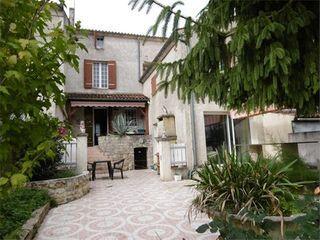 Maison de village BURIE  (17770)
