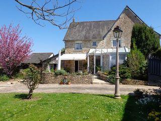 Maison en pierre COMBOURTILLE 137 m² ()