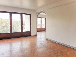 Appartement à rénover BELLEY 140 m² ()
