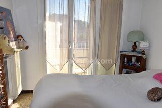 Appartement en résidence LA SEYNE SUR MER 75 m² ()