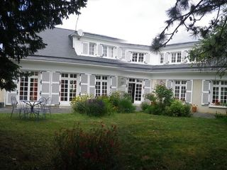 Villa d'architecte CHATELLERAULT 251 m² ()