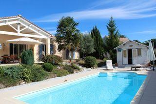 Maison plain-pied CHAMPCEVINEL 140 m² ()