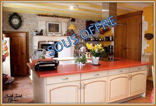 Maison en pierre MONTMOREAU SAINT CYBARD 298 m² ()