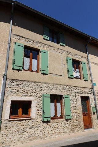 Maison de village SAINT PIERRE DE BOEUF 133 m² ()