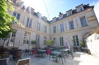 Hôtel particulier AVALLON 349 m² ()