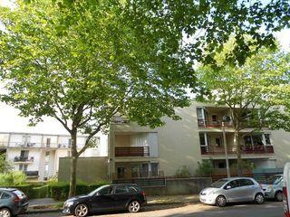 Appartement MONTIGNY LE BRETONNEUX 80 m² ()