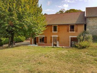 Maison en pierre BELLEY 120 m² ()