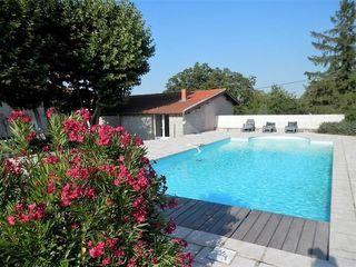 Maison REVENTIN VAUGRIS 250 m² ()
