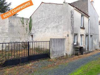 Maison de village NALLIERS 110 m² ()