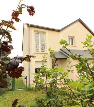 Maison LA CHAPELLE SAINT URSIN 82 m² ()