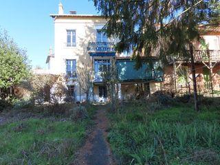 Maison VICHY 200 m² ()