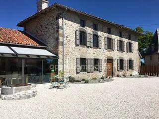 Maison en pierre SAINT ETIENNE CANTALES 275 m² ()