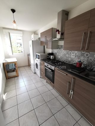Appartement TRAPPES 77 m² ()