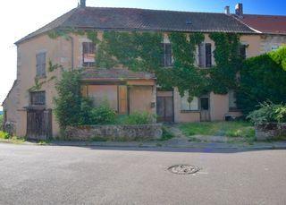 Maison à rénover QUARRE LES TOMBES 218 m² ()