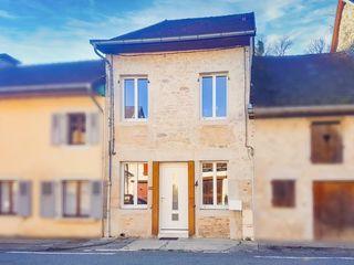 Maison de village BELLEY 92 m² ()