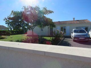 Maison plain-pied ROULLET SAINT ESTEPHE 114 m² ()