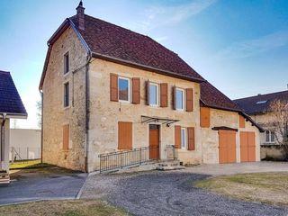 Maison en pierre VIRIGNIN 140 m² ()