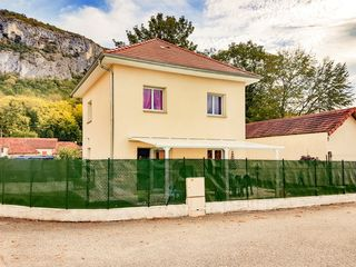 Maison VIRIGNIN 78 m² ()