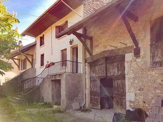 Maison en pierre BELLEY 100 m² ()