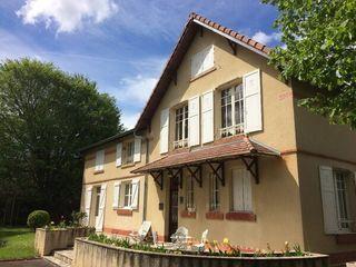 Maison de caractère ISSOIRE 243 m² ()