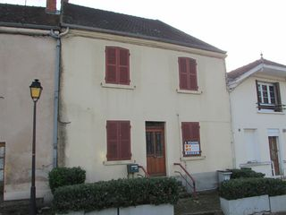 Maison de village LA GUICHE 200 m² ()