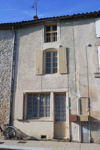 Maison de village CHERVES RICHEMONT 50 m² ()