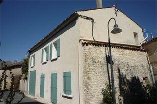 Maison de village burie 110 m² ()