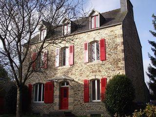 Maison PLOUEGAT GUERAND 162 m² ()