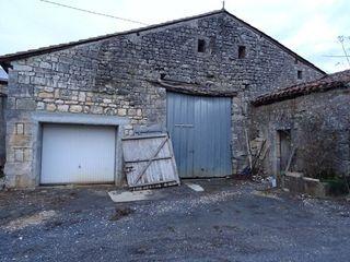 Grange PRANZAC 140 m² ()