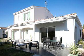 Maison contemporaine SAINT PALAIS SUR MER 141 m² ()