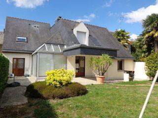 Maison en pierre FOUGERES 203 m² ()