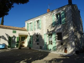 Maison individuelle RUELLE SUR TOUVRE 142 m² ()
