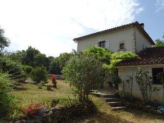 Maison en pierre CHAMPAGNE ET FONTAINE 168 m² ()