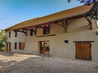Maison rénovée PEYRIEU 210 m² ()