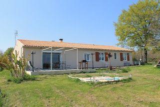 Maison plain-pied BURIE 140 m² ()