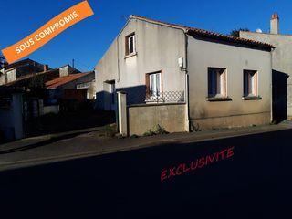 Maison de village NALLIERS 90 m² ()