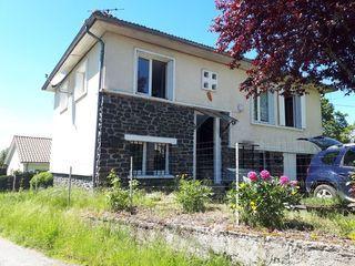 Maison de village SAINT PAUL DES LANDES 90 m² ()