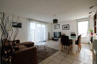 Appartement LA RICHE 85 m² ()