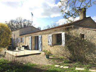 Maison en pierre LES MAGNILS REIGNIERS 110 m² ()