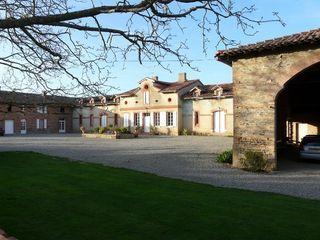 Propriété RIEUMES 400 m² ()
