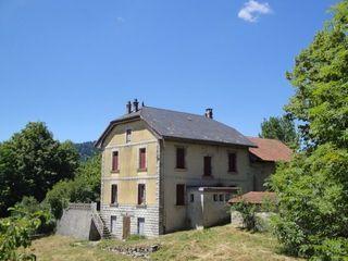Maison à rénover BRENOD 150 m² ()