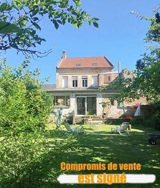 Maison de ville AUXI LE CHATEAU 143 m² ()