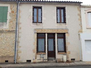 Maison de village SAINT MICHEL EN L'HERM 120 m² ()