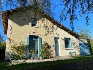 Maison de village LAFAT 107 m² ()